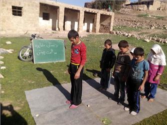 نماز کودکان بختیاری در کلاس درس/ آن جا که دل ها به زلالی آب های روان است + تصاویر