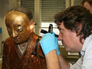 buddha-mummy-inspection