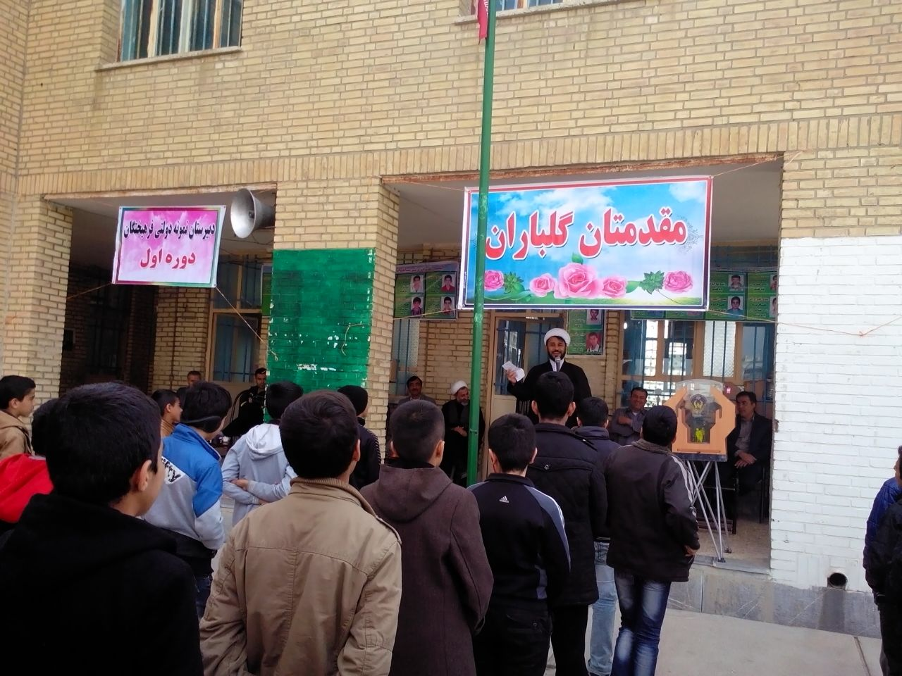 شور نیکوکاری در دبیرستان نمونه دولتی فرهیختگان+تصاویر