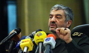 هدف اصلی دشمن، شکستن مقاومت ملّت ایران است / باید ابهامات در مورد رفع تحریمها شفاف شود