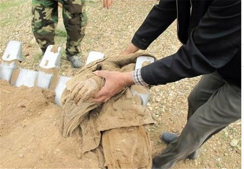 تفحص یک شهید با بدن کاملا سالم+عکس