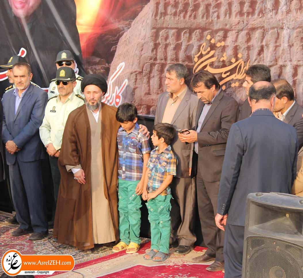 عکس/ فرزند مرحوم شهرام محمدی در آغوش امام جمعه ایذه