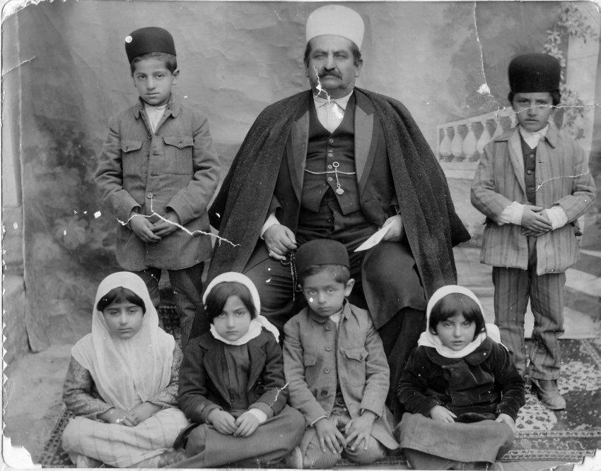 عکس/سردار ظفر خسرو خان بختیاری با فرزندانش(از خوانین ایل بختیاری)