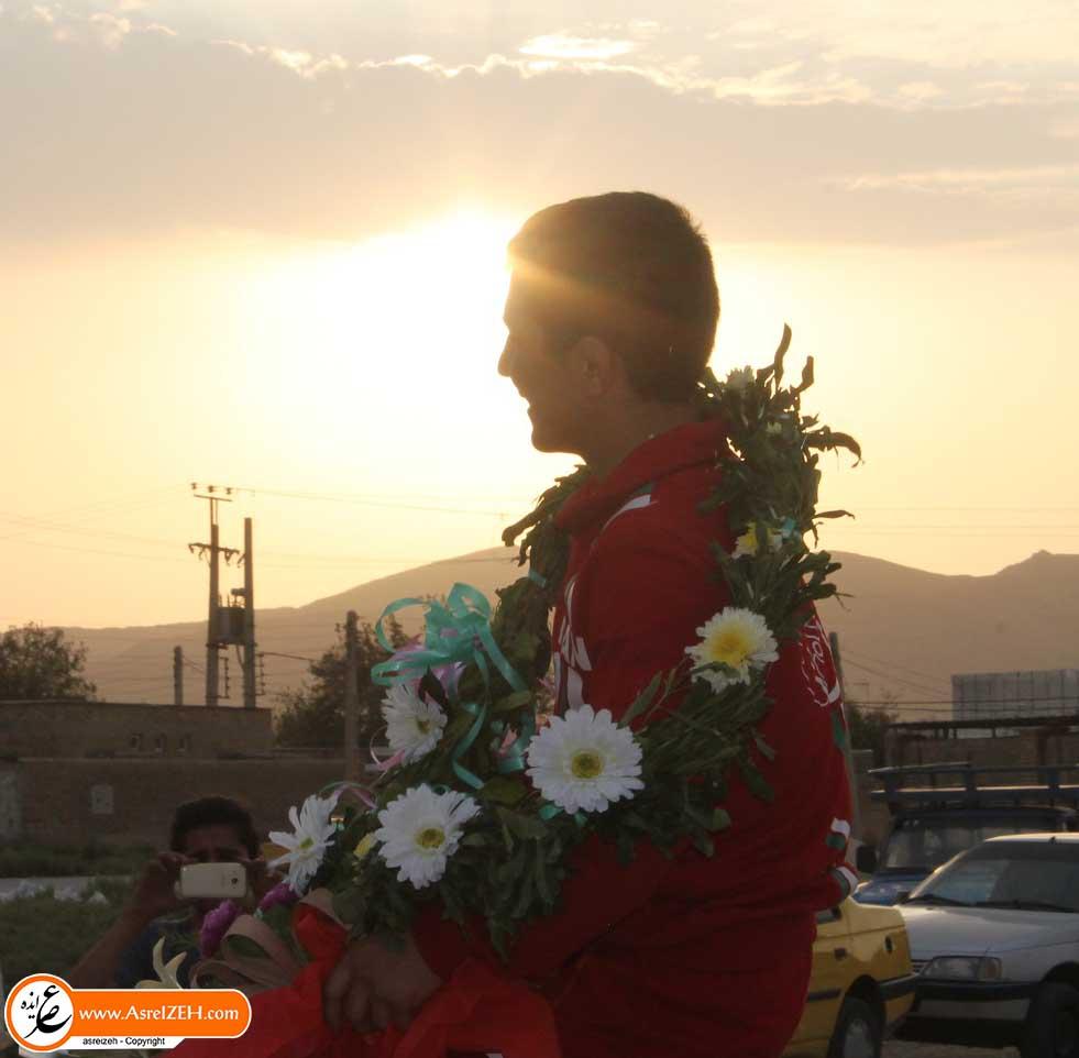 مراسم استقبال از کشتی گیر ایذهای، قهرمان نوجوانان جهان برگزار شد+ تصاویر
