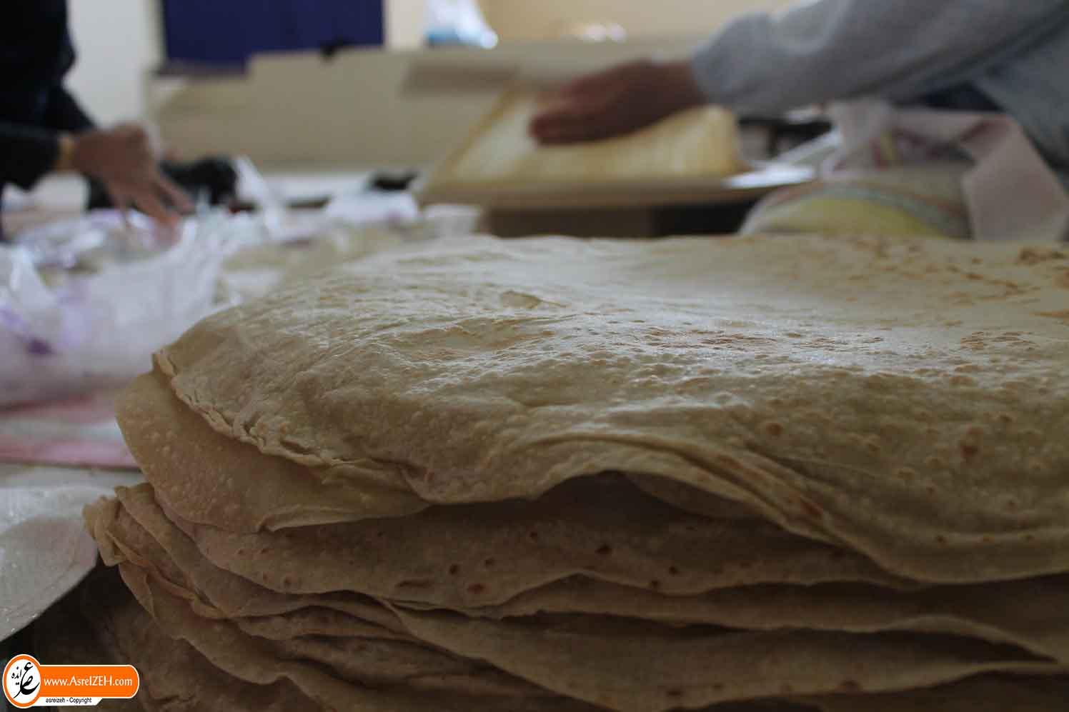 نان این روزهای زنان بختیاری بر سفرههای مسافران کربلا + تصاویر