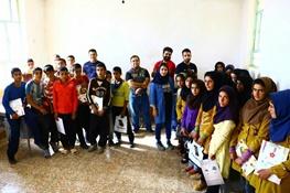 گردشگران لوازمالتحریر دانشآموزان ۵ مدرسه در شهرستان ایذه را تأمین کردند
