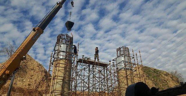 عکس/ عملیات احداث پل پیان در جاده ایذه_اندیکا