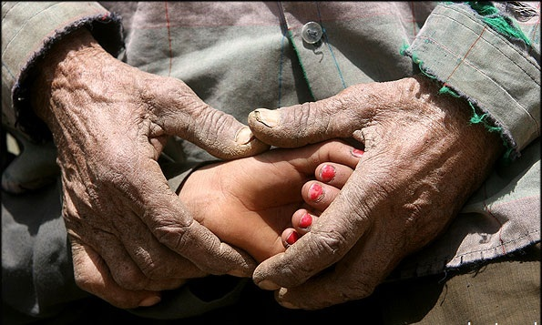 به دستان خون آلودهی تو سوگند